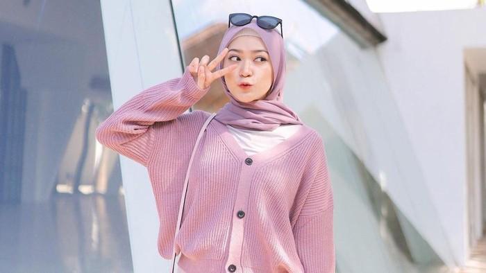 7 Kombinasi Warna Outfit Pastel Korea ala Saritiw