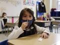 FOTO: Pelajar Boston Tes Swab Mandiri Cegah Covid-19
