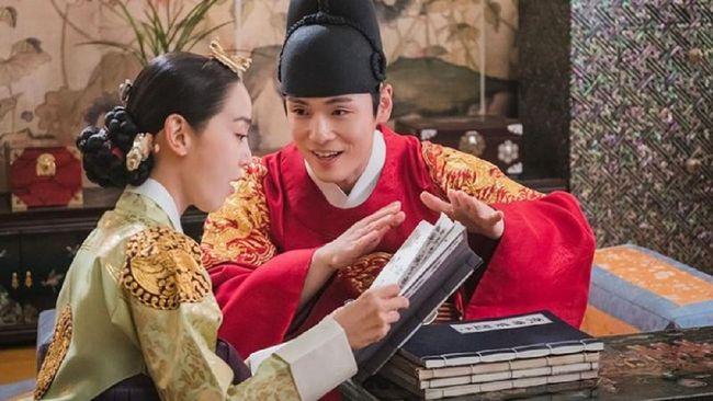 Kim Jung-hyun menyebut para pemain hingga tim produksi di lokasi syuting kerap tertawa ketika syuting Mr. Queen.