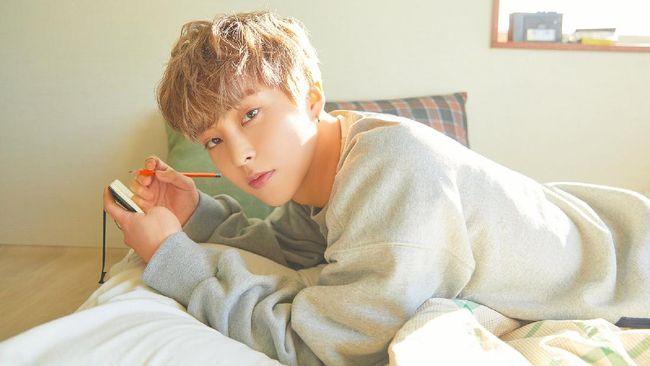 SM Entertainment memberitahukan bahwa anggota EXO, Xiumin, positif Covid-19.