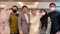 <p>Pernikahan Ririn Ekawati dan Ibnu Jamil turut dihadiri para sahabat, di antaranya Dimas Seto, Dhini Aminarti, Ryana Dea, dan Puadin Redi. (Foto: Instagram @ryana_dea)</p>