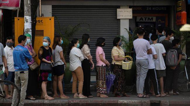 Antrean panjang dilaporkan mengular di sejumlah supermarket di Kota Yangon, Myanmar, beberapa jam setelah militer menahan Aung San Suu Kyi.