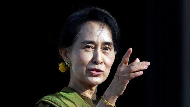 Pengacara Aung San Suu Kyi mengirimkan paket makanan ke tempat kliennya ditahan setelah pemimpin de facto Myanmar yang dikudeta itu mengeluh kekurangan uang.