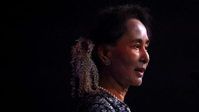 Pemimpin de facto Myanmar, Aung San Suu Kyi, sudah berpindah lokasi setelah dijadikan tahanan rumah oleh militer. Kini, partai Suu Kyi tak tahu keberadaannya.