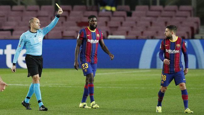 Manajemen Barcelona mengancam pemain ke pengadilan setelah sejumlah pemain senior menolak pemotongan gaji.