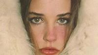 <p>Demi Moore dikenal sebagai artis yang awet muda, Bunda. Namun, belum lama ini, penampilannya di catwalk bikin pangling, lho. (Foto: Instagram @demimoore)</p>