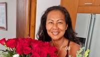 """<p>Untuk merayakan hari tersebut, Hamish Daud dan adik-adiknya, Gaia Webber, Karima Webber dan Tarita Webber membagikan potret sang ibu di akun Instagram masing-masing. """"<em>Birthday weekend w lots of smiles & good home cooking. Happy 60th mom</em>,"""" tulis Hamish dikutip dari akun @hamishdw pada Senin (1/2/2021). (Foto: Instagram @hamishdw)</p>"""