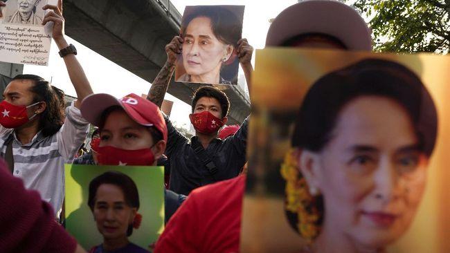 Komite Nobel Norwegia menyerukan pembebasan terhadap Aung San Suu Kyi dan tokoh sipil lainnya yang dilakukan oleh junta militer Myanmar.