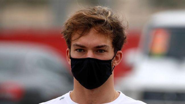 Pembalap F1 asal Prancis, Pierre Gasly, diketahui positif Covid-19 dan sedang menjalani isolasi mandiri.