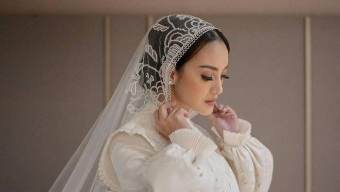 Cantiknya Ririn Ekawati dengan Gaun Pengantin Vintage di Hari Pernikahan