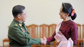 Polisi Tuntut Suu Kyi sampai Myanmar Blokir Facebook