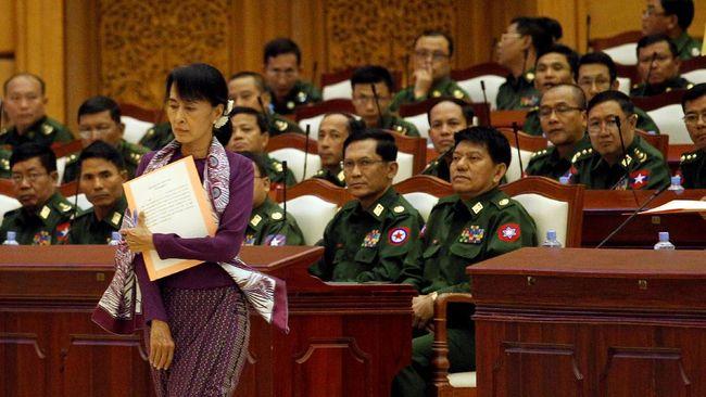 Pemimpin de facto Myanmar, Aung San Suu Kyi ditahan pada Senin (1/2) dini hari. Tak lama, militer Myanmar mengumumkan kudeta.