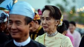 Rohingya Rayakan Suu Kyi Ditahan hingga Iran Uji Roket Baru