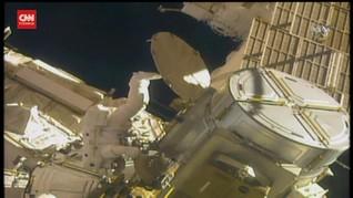 VIDEO: Astronaut NASA Ganti Baterai Stasiun Luar Angkasa
