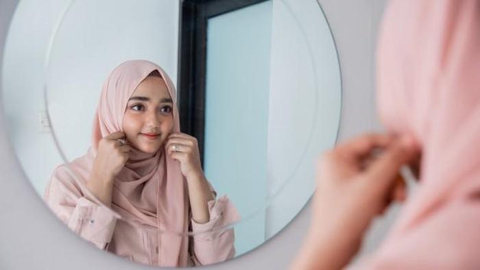 Jangan Salah Pilih, 5 Warna Hijab Ini Bisa Bikin Wajahmu Tampak Kusam
