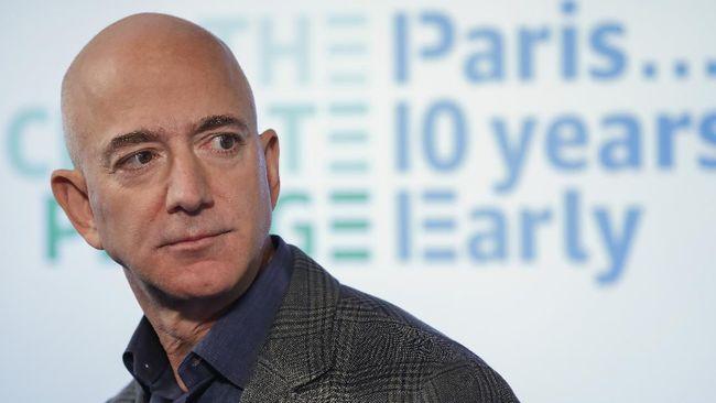Belasan ribu orang menandatangani petisi yang melarang miliuner Jeff Bezos kembali ke Bumi usai melakukan perjalanan luar angkasa.