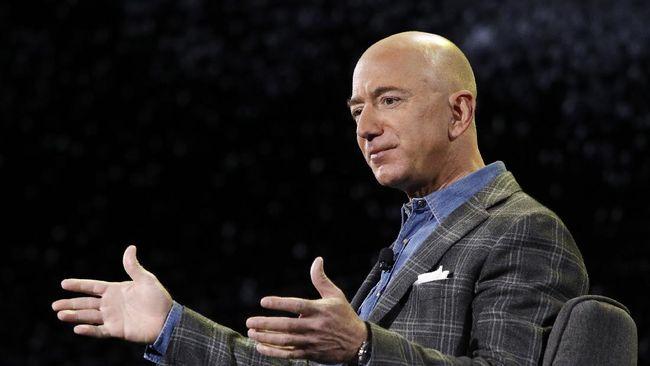 Bos Amazon Jef Bezos kembali menjadi orang terkaya di dunia, mengalahkan pendiri Tesla Elon Musk.
