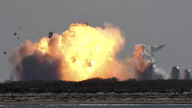 Prototipe roket SpaceX Starship SN9 tanpa awak yang akan digunakan ke Mars, meledak saat jalani uji coba di Texas, AS, Selasa (2/2).