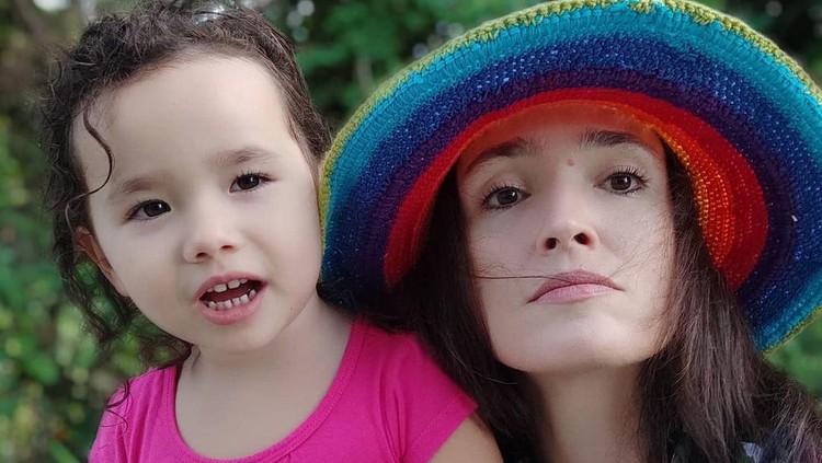 Sacha Stevenson dan putrinya, Zee