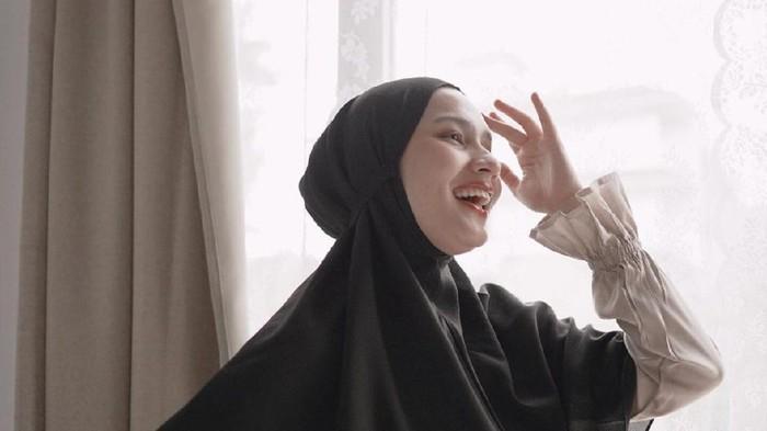 Nyaman Berhijab, Berikut Rekomendasi Shampoo Khusus Hijabers
