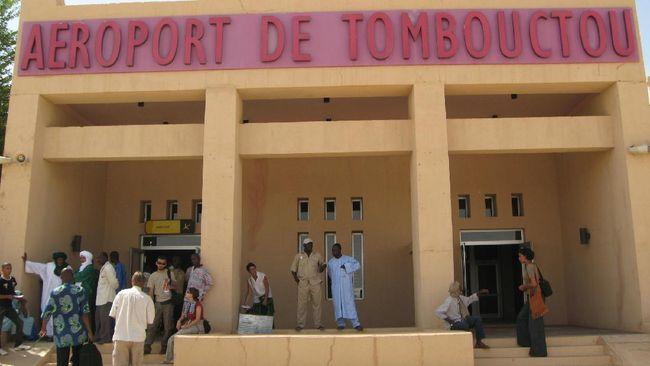 Crown of West Africa atau Mahkota Afrika Barat, adalah julukan bagi Timbuktu, kota di Mali, Afrika Barat, benua yang terkurung daratan.