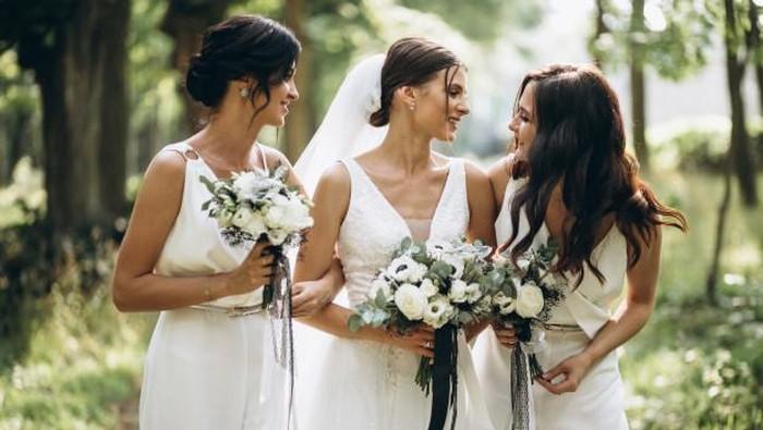 Gaya Rambut Pendek Paling Oke Untuk Bridesmaid, Siap Tampil Kece di Pernikahan Sahabat!