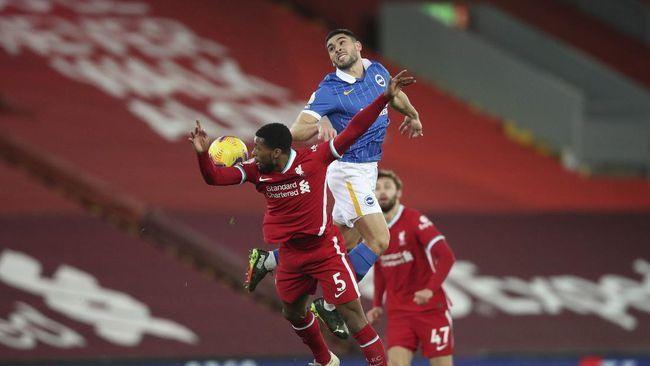 Fan Liverpool serang Georginio Wijnaldum di media sosial karena tak ikut merayakan gol Alisson Becker ke gawang West Bromwich Albion.