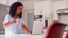 Studi: Sebagian Orang Sama Sekali Tak Keluar Rumah saat WFH
