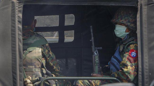 Pemberontak Tentara Kemerdekaan Kachin (KIA) merebut pangkalan militer Myanmar setelah sebelas jam bertempur.