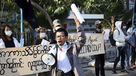 FOTO: Protes Anti-Kudeta Myanmar Digelar di Mandalay