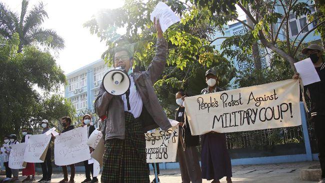 Aksi protes menentang kudeta militer terjadi di Kota Mandalay, Myanmar. Setidaknya tiga aktivis ditangkap dalam aksi tersebut.