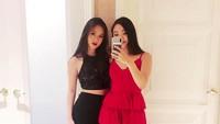 <p>Dua putri cantik Jet Li, Jane Li dan Jada Li, sempat menjadi sorotan ketika mendampingi ayahnya di sebuah acara. (Foto: Instagram @janeli419)</p>