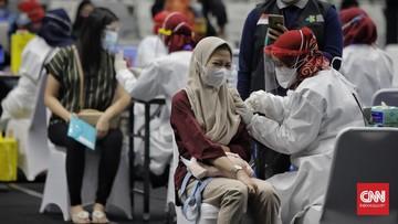 Dalam Perpres Nomor 14 Tahun 2021 dimuat tentang beberapa sanksi jika warga yang jadi sasaran penerima vaksin menolak untuk divaksinasi.