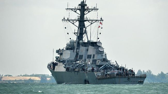 Kapal perusak Angkatan Laut Amerika Serikat berlabuh di Laut Merah Sudan, Senin (1/3) sehari setelah kapal fregat Rusia memasuki wilayah itu.