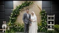 <p>Dari foto yang dibagikan, Ikke dan Karlie sepertinya hanya melakukan akad nikah di sebuah gedung. (Foto: Instagram @karliefu_)</p>
