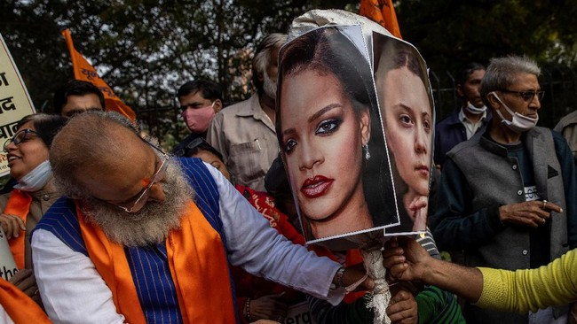 Petani India mengecam komentar penyanyi Rihanna dan aktivis lingkungan Greta Thunberg terkait aksi demo yang terjadi di India.