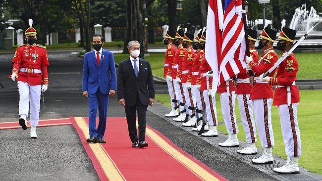 PM Muhyiddin Yassin dalam pertemuan dengan Presiden Joko Widodo meminta TKI ilegal yang ada di Malaysia untuk dipulangkan ke Indonesia.