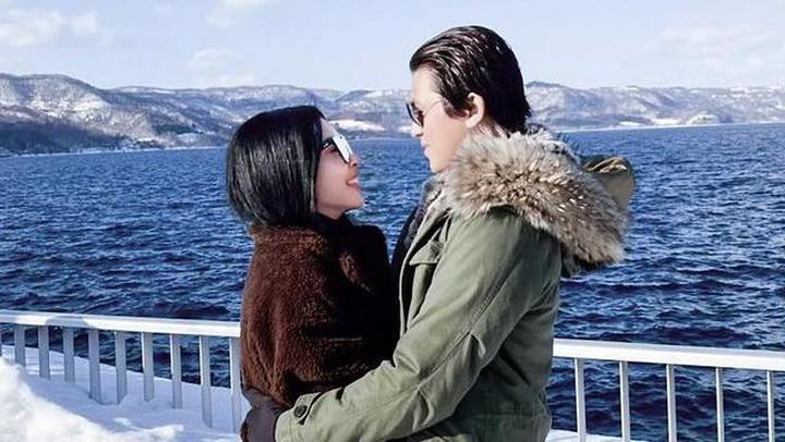 Syahrini dan sang suami liburan ke Jepang
