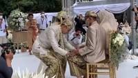 <p>Dalam pernikahan tersebut, Ali Syakieb memberikan mas kawin berupa uang tunai sebanyak Rp602.021 kepada Margin Wieheerm. (Foto: Instagram @aliyahabsyi )</p>