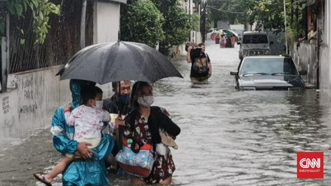 Pengamat menilai bahwa banjir di Semarang, Jawa Tengah, terjadi karena pesatnya pembangunan infrastruktur kota yang memangkas daerah resapan air.