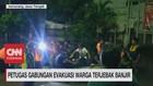 VIDEO: Petugas Gabungan Evakuasi Warga Terjebak Banjir
