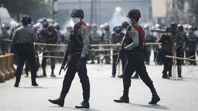Pemerintah Singapura mengkritik keras militer Myanmar yang menggunakan peluru tajam menghadapi demonstran anti-kudeta.