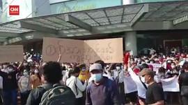 VIDEO: Massa Pendukung Suu Kyi Demo Tolak Kudeta Militer