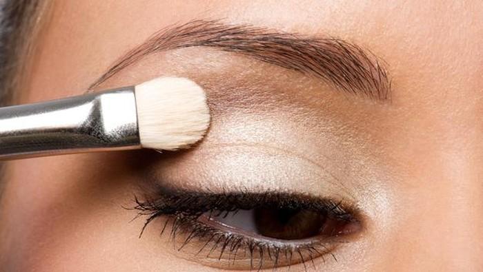 5 Rekomendasi Eyeshadow Lokal di Bawah 60 Ribu, Cocok Buat Newbie!