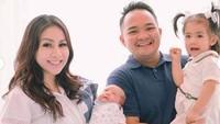 <p>Sekitar dua bulan lalu, Momo 'Geisha' dan suami, Nicola Reza dikaruniai anak kedua. (Foto: Instagram @therealmomogeisha)</p>