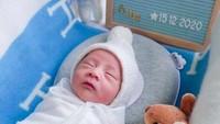 <p>Bayinya berjenis kelamin laki-laki dan diberi nama unik yaitu Abercio Mikaelmoza Samudra. (Foto: Instagram @therealmomogeisha)</p>