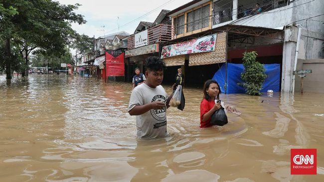 Sebanyak 1.756 keluarga terdampak banjir di delapan kecamatan, Kabupaten Bekasi, setelah hujan mengguyur sejak Jumat (19/2) dini hari.