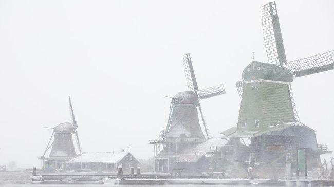 Belanda diselimuti badai salju hingga setebal 30 cm, sejumlah pusat pengujian corona ditutup selama beberapa hari dan layanan transportasi umum terganggu.
