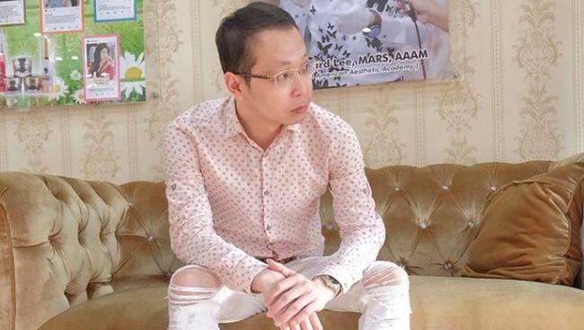 Dokter Richard Lee curhat di media sosial setelah dipolisikan selebritas Kartika Putri terkait review krim perawatan kulit.