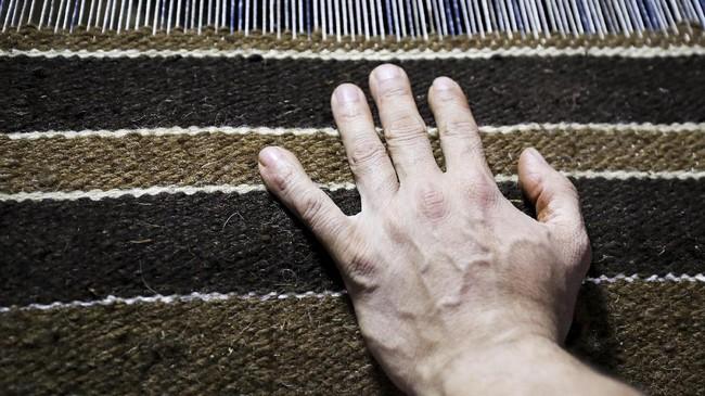 Permadani buatan tangan atau handmade merupakan salah satu kerajinan tertua yang telah dimulai pada zaman Firaun, sejak lebih dari 5000 SM.